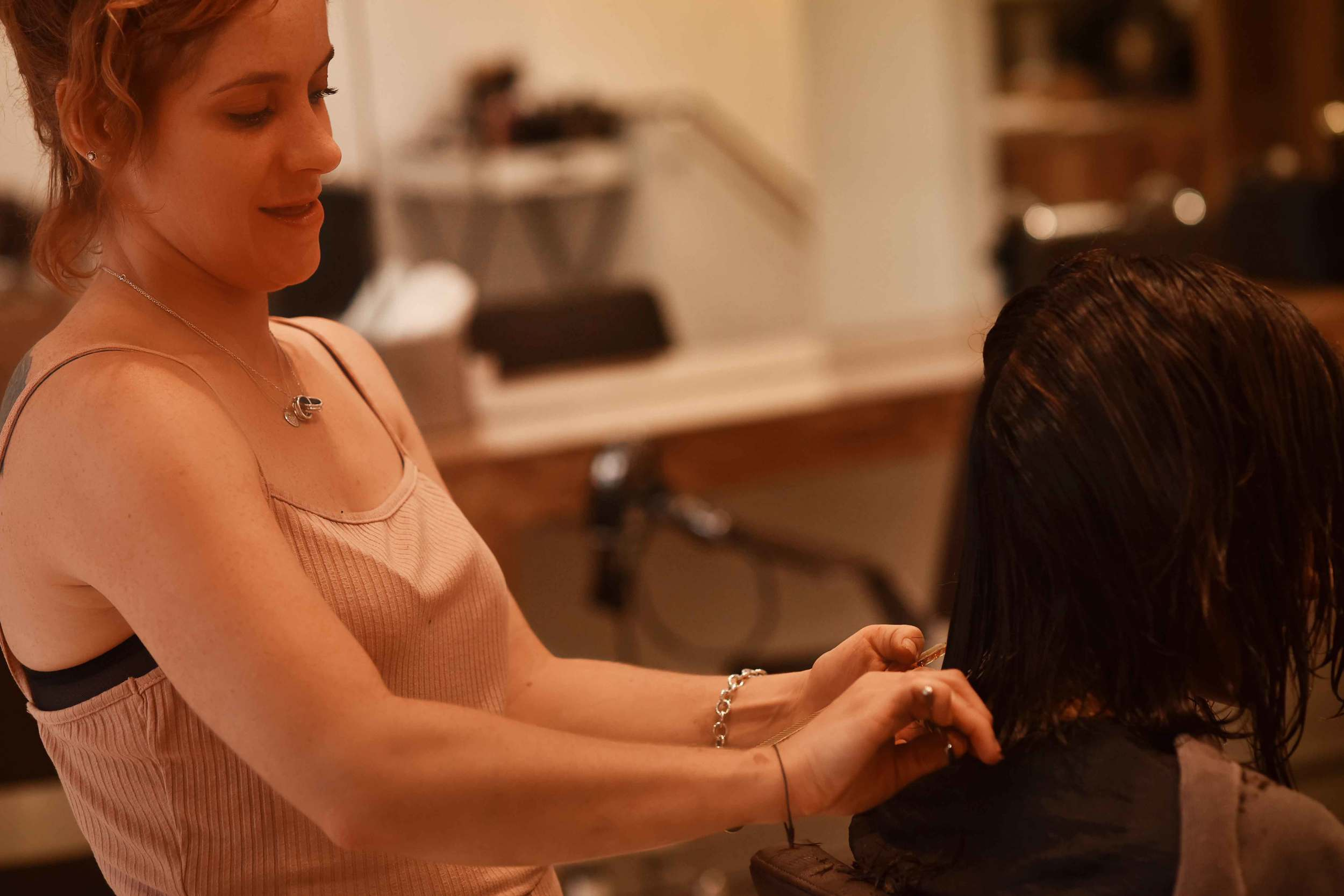Kara Thomas, a top London hair-stylist, hair-care expert, cutting my hair. Image©sourcingstyle.com