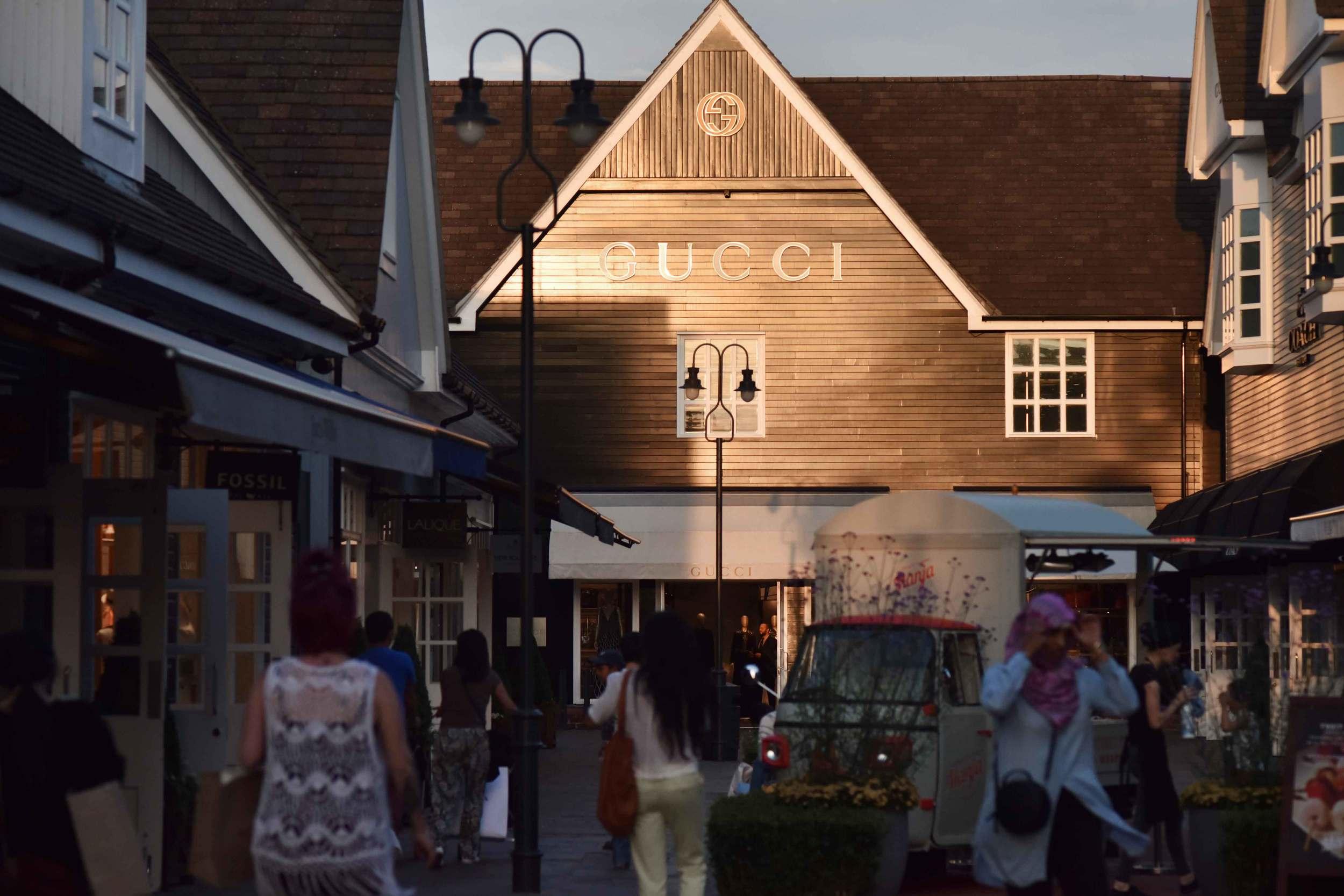 Gucci, Bicester village, designer shopping outlet near London, UK. Image©sourcingstyle.com