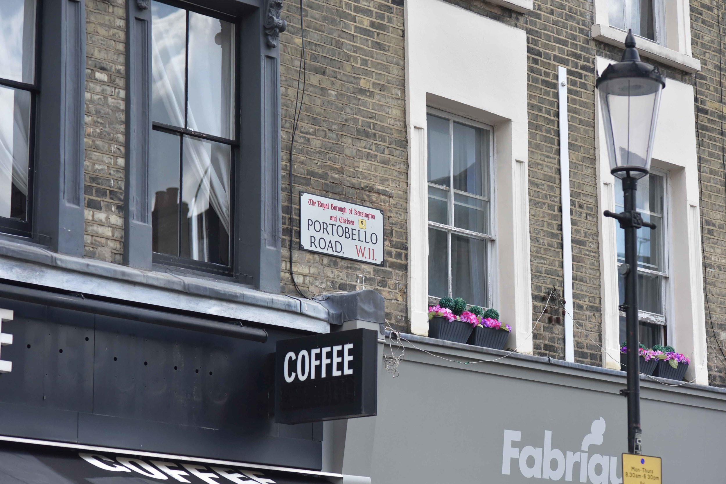 Portobello road, Notting Hill, London, U.K. Image©sourcingstyle.com
