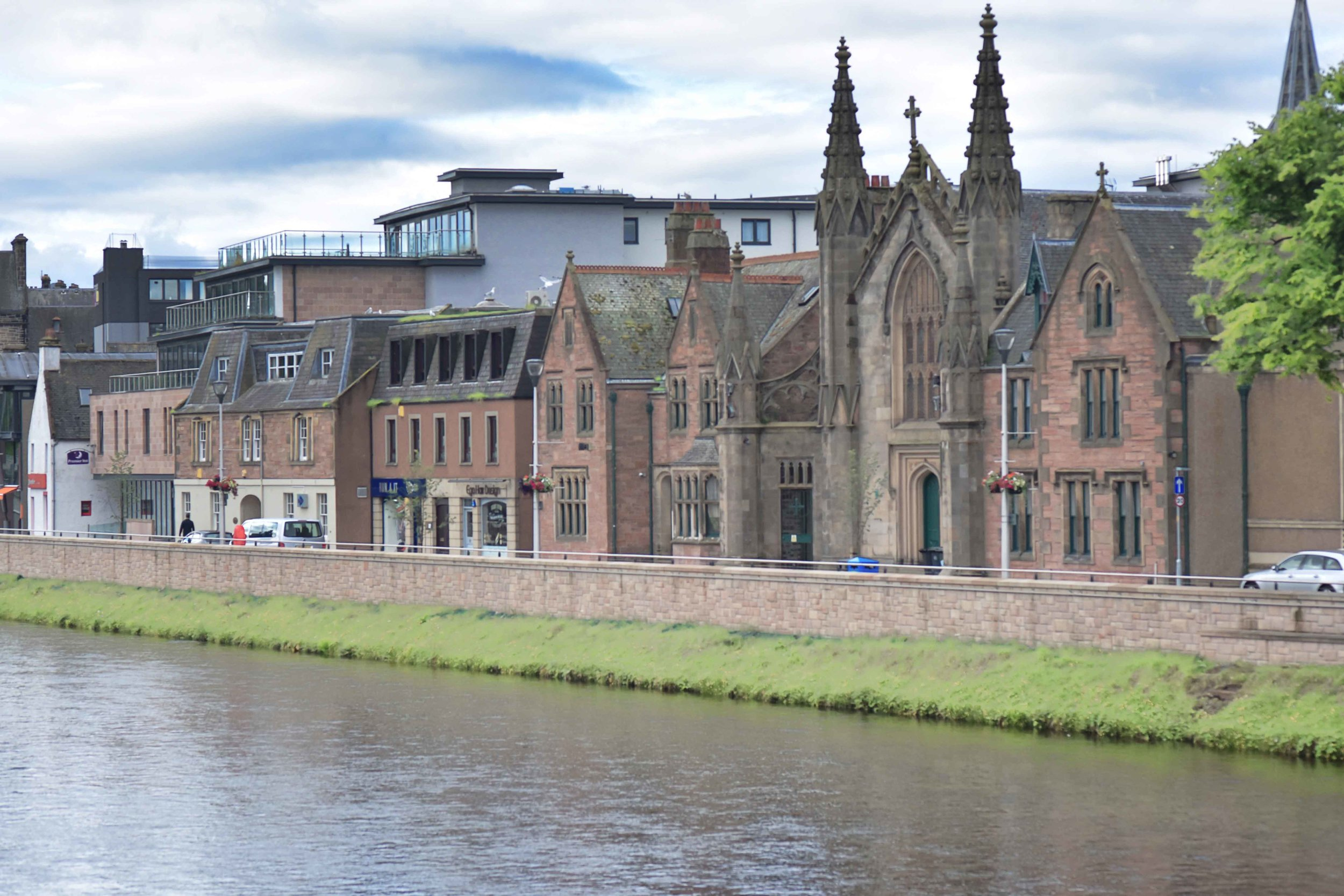 Inverness Old Town, Ness river, Inverness, Scotland. Image©sourcingstyle.com