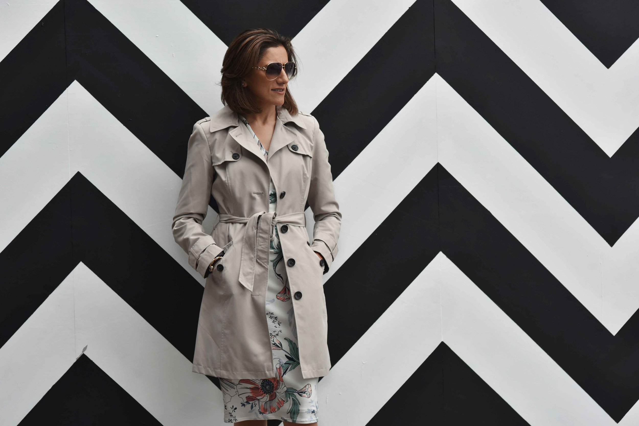 Marks and Spencer shift dress, Marks and Spencer trench, Gucci sunglasses, Shoreditch, London, U.K. Photo: Nina Shaw, Image©sourcingstyle.com
