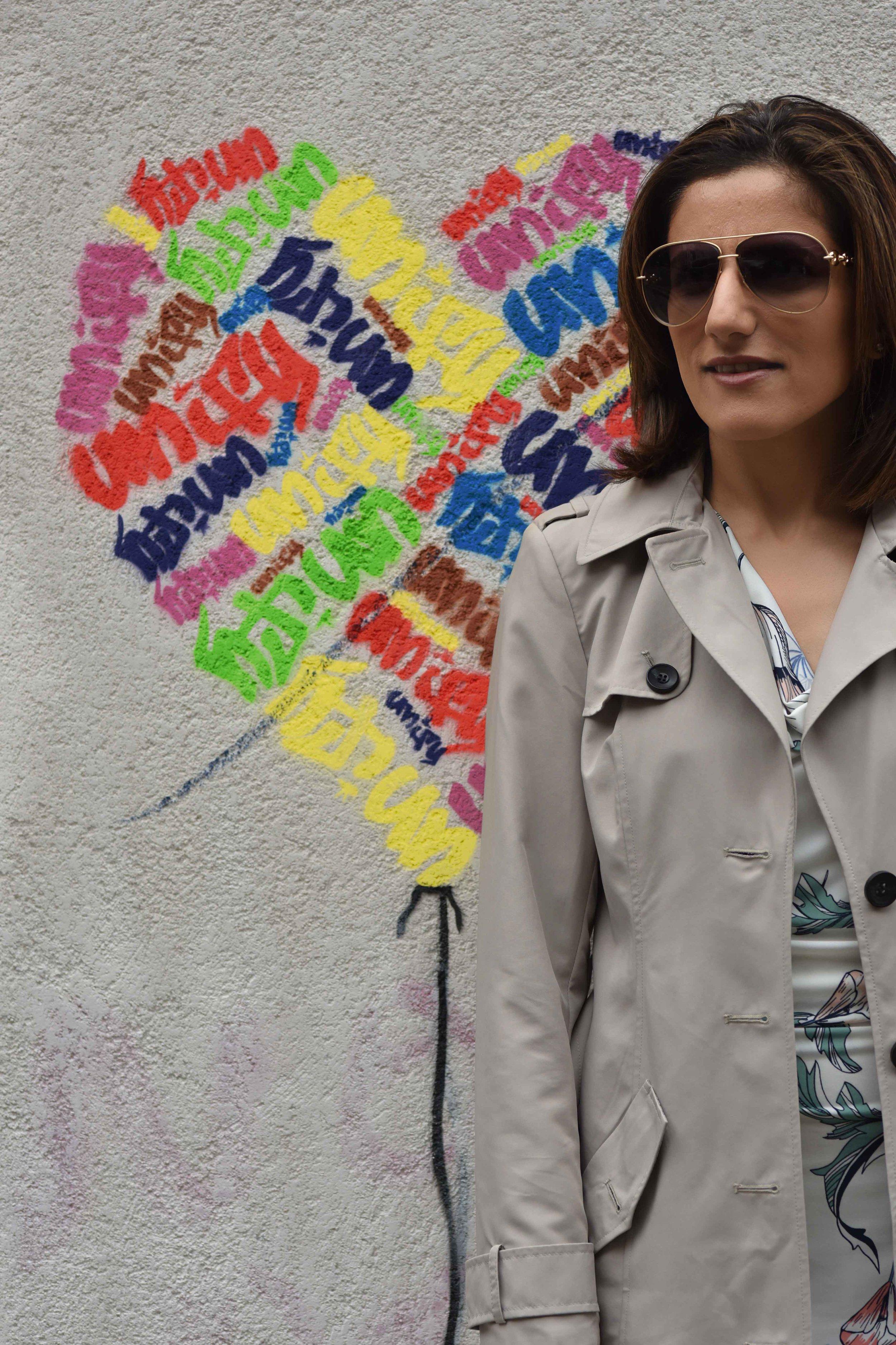 Marks and Spencer shift dress, Marks and Spencer trench, Gucci sunglasses,street fashion, street art, Shoreditch, London, U.K. Photo: Nina Shaw, Image©sourcingstyle.com