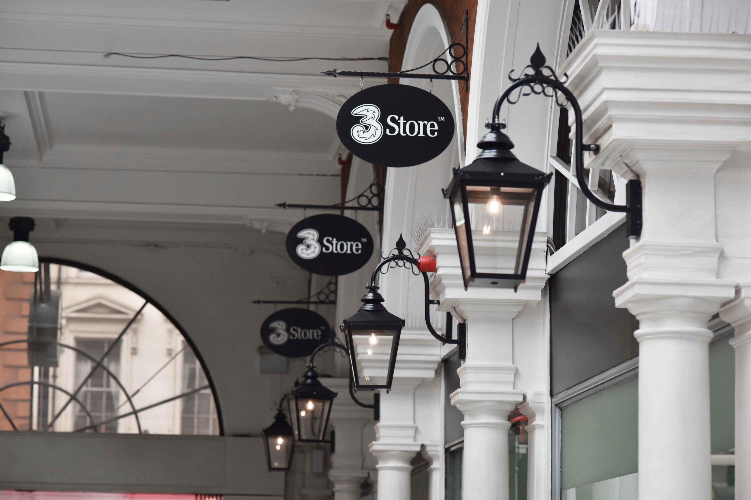 High Street Kensington tube station exit, London. Image©sourcingstyle.com