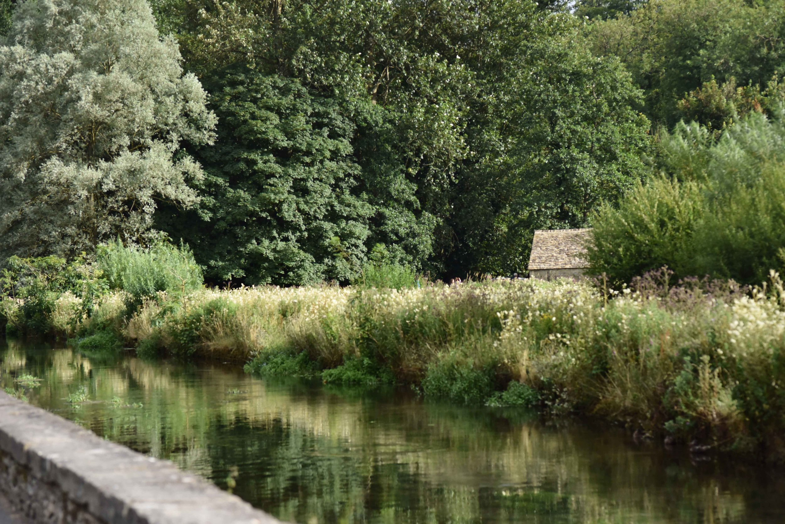 River Coln, Bibury, Cotswold, England. Image©sourcingstyle.com