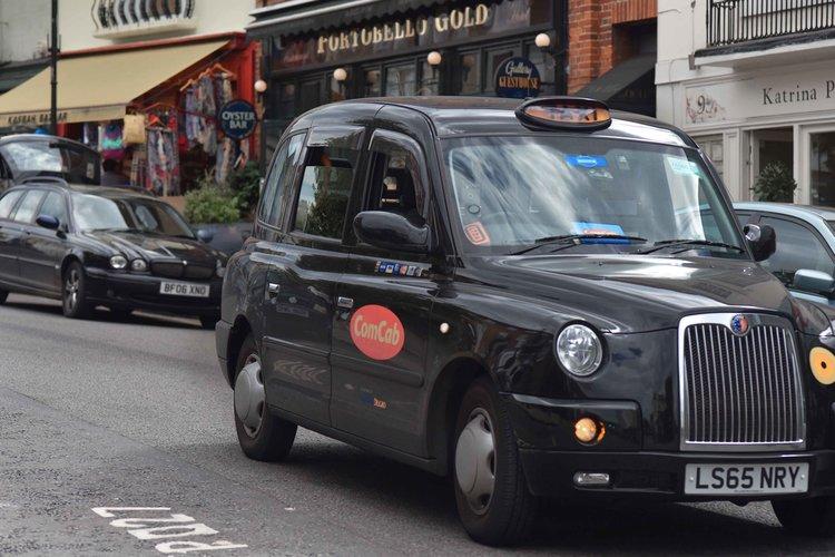 London cab, Notting Hill, Portobello Road, London. Image©sourcingstyle.com