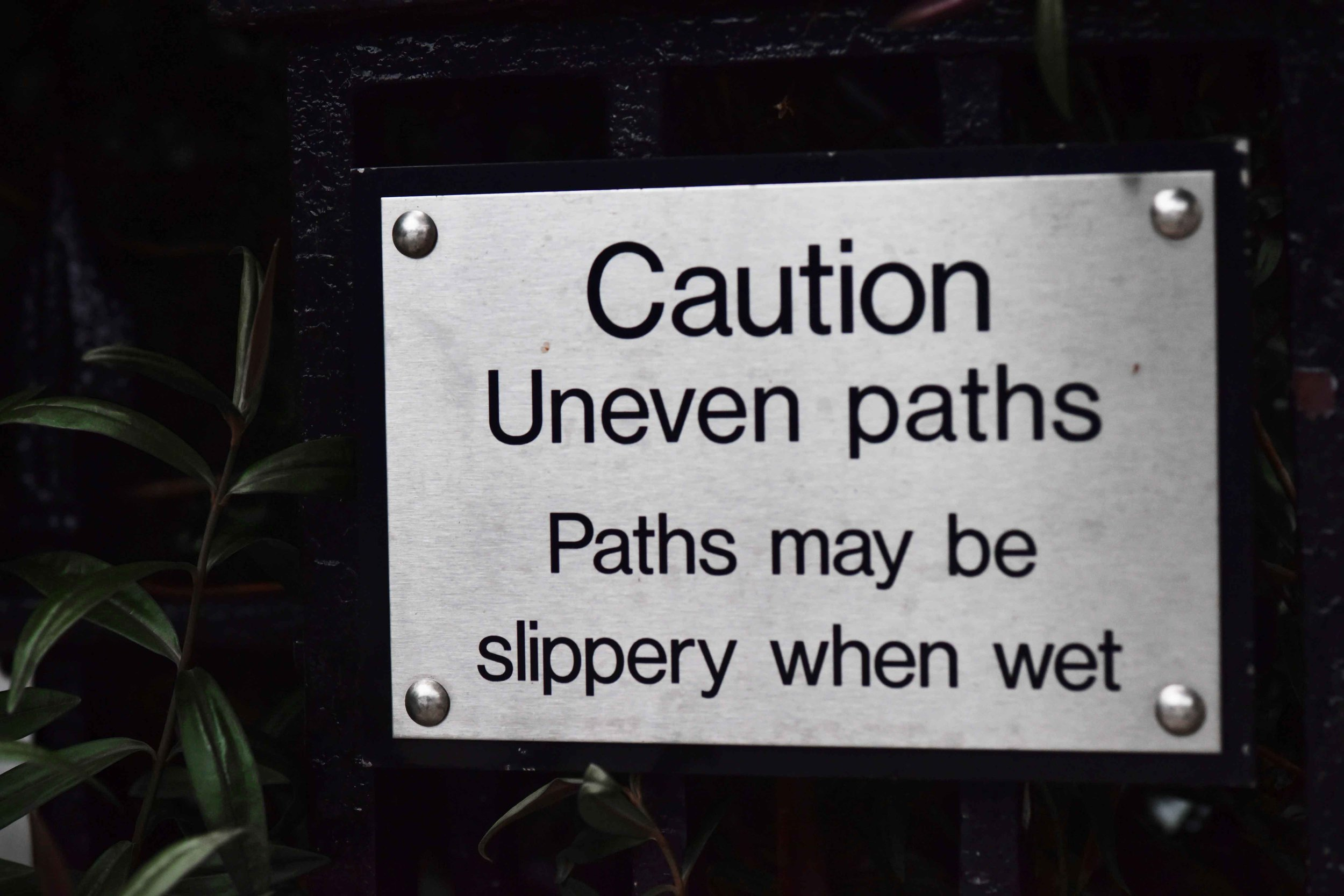 Signboard, uneven paths. Image©sourcingstyle.com