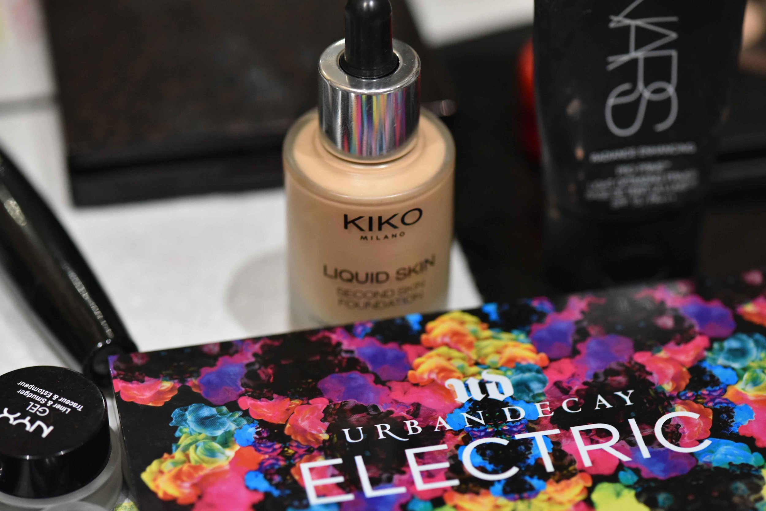 Kiko liquid foundation, Urban Decay eye shadow palette. Image©sourcingstyle.com