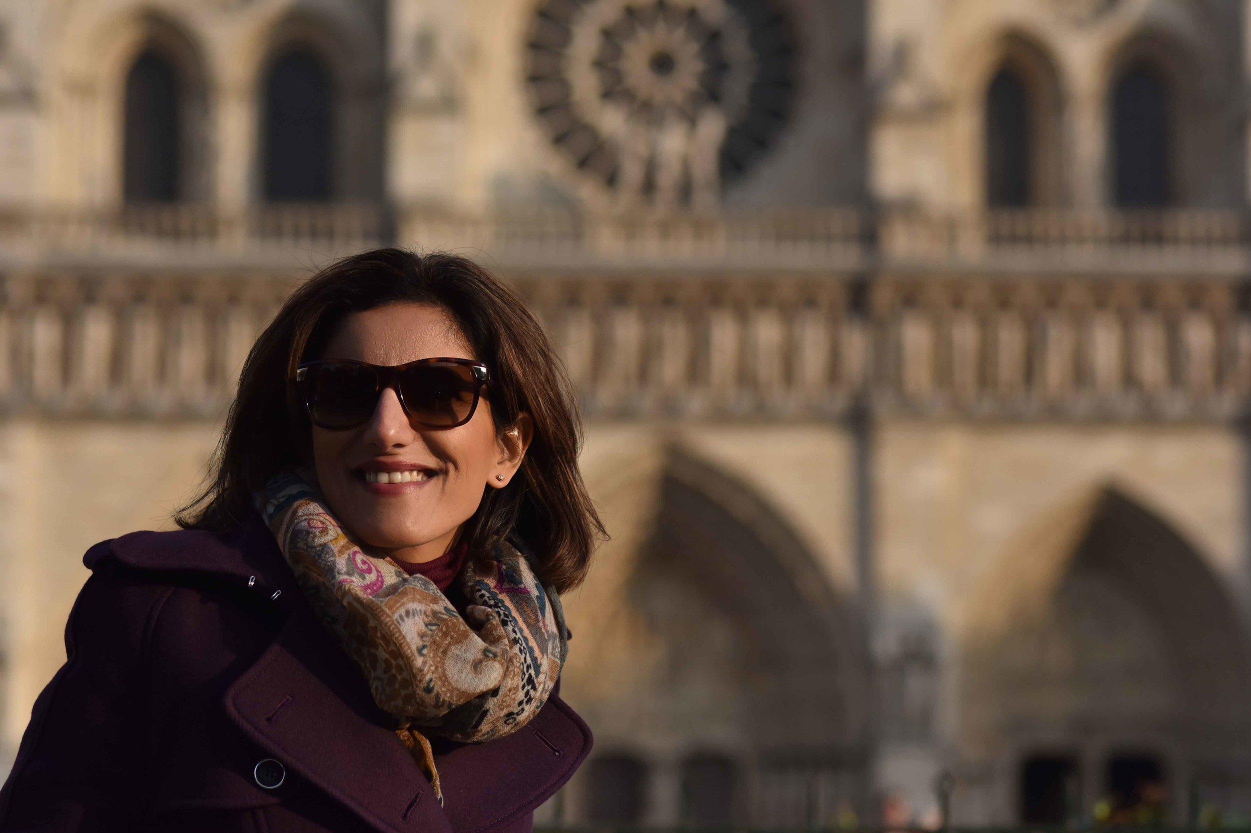 Karen Millen fall winter coat, Hallhuber scarf, Guccci sunglasses, Notre-Dame, Paris. Image©sourcingstyle.com