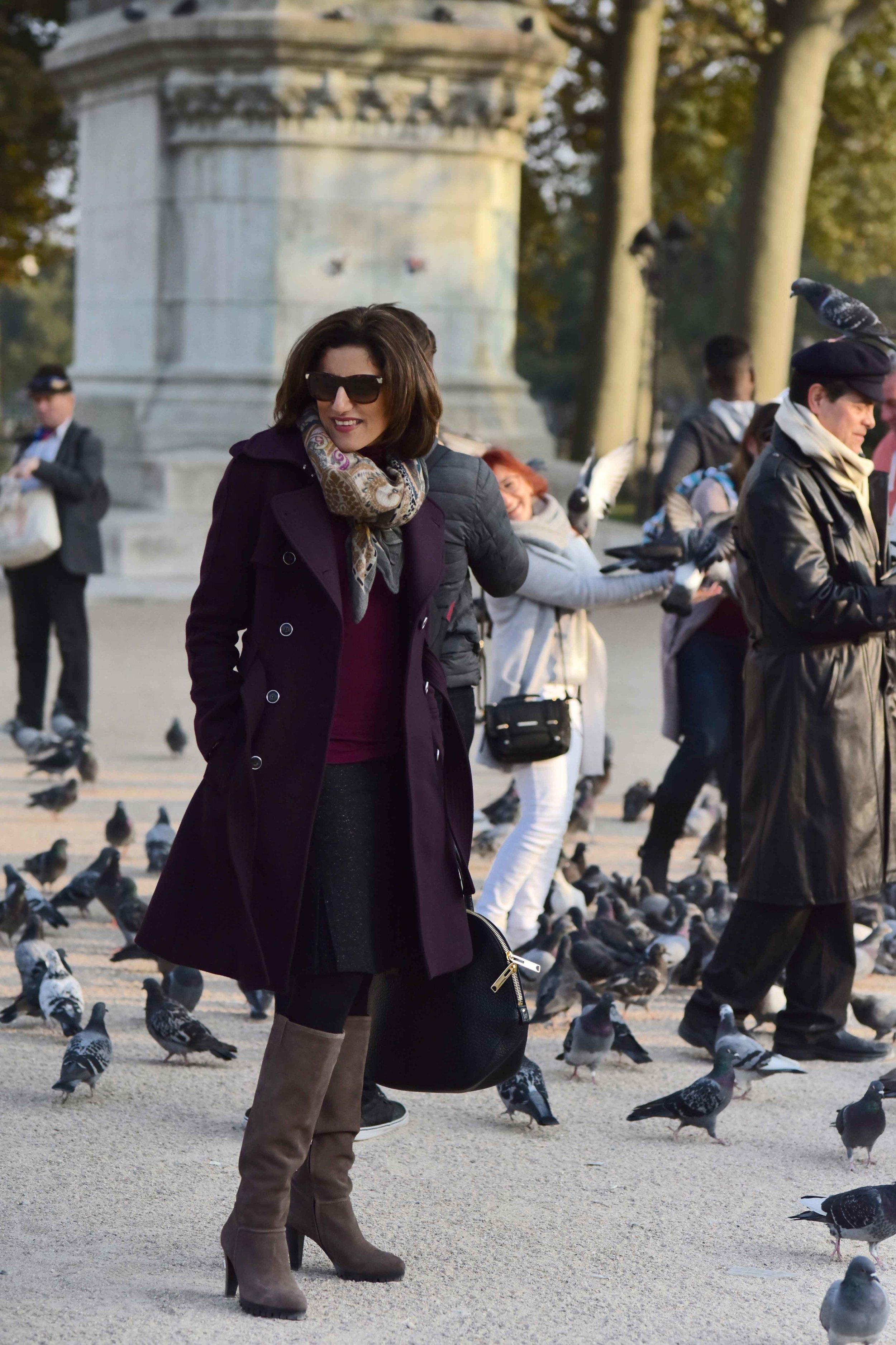 Karen Millen fall winter coat, Karen Millen boots, Burberry bag, Hallhuber scarf, Guccci sunglasses, Notre-Dame, Paris. Image©sourcingstyle.com