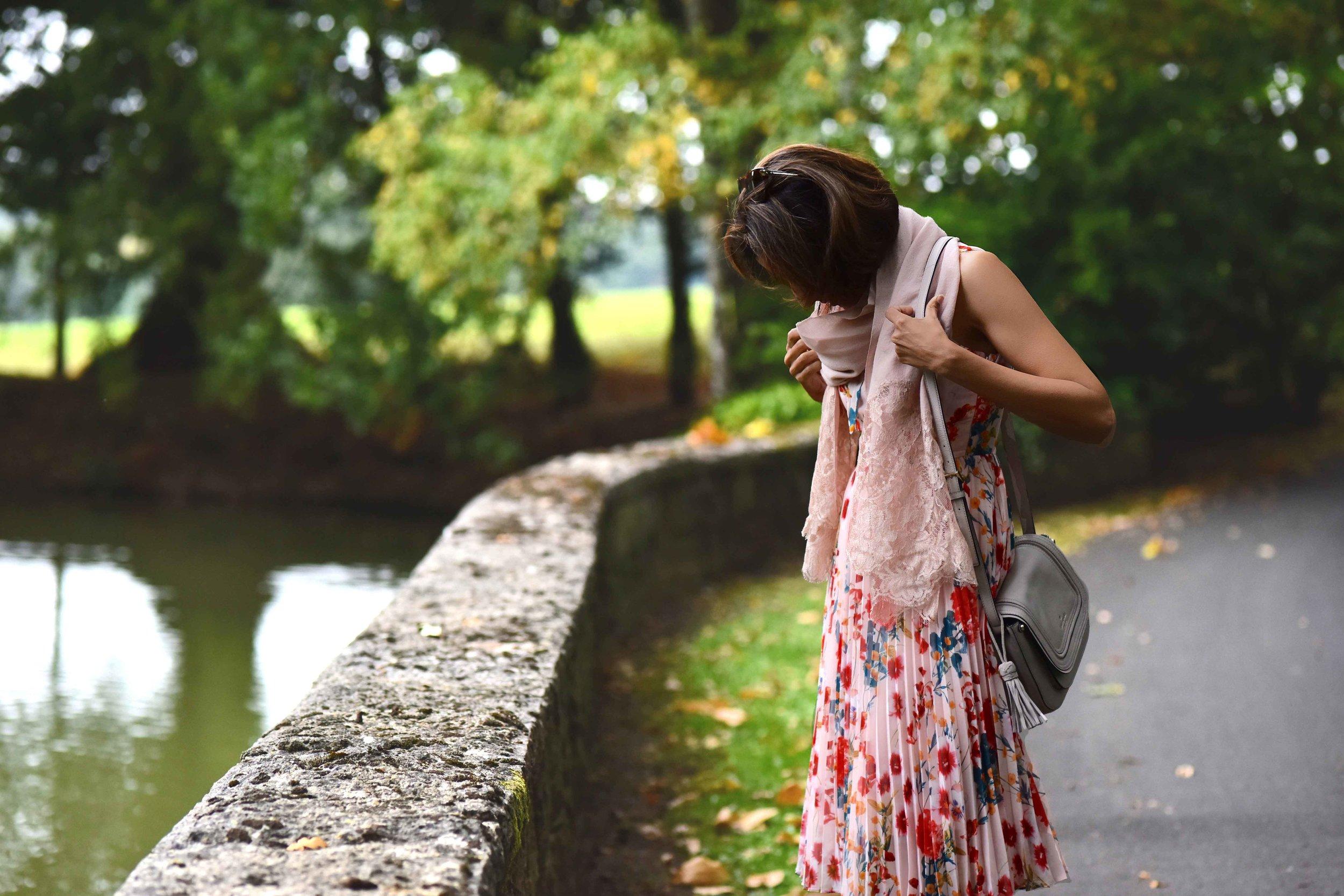Karen Millen floral dress, Kate Spade bag, Coworth Park Hotel, Ascot, U.K. Image©sourcingstyle.com