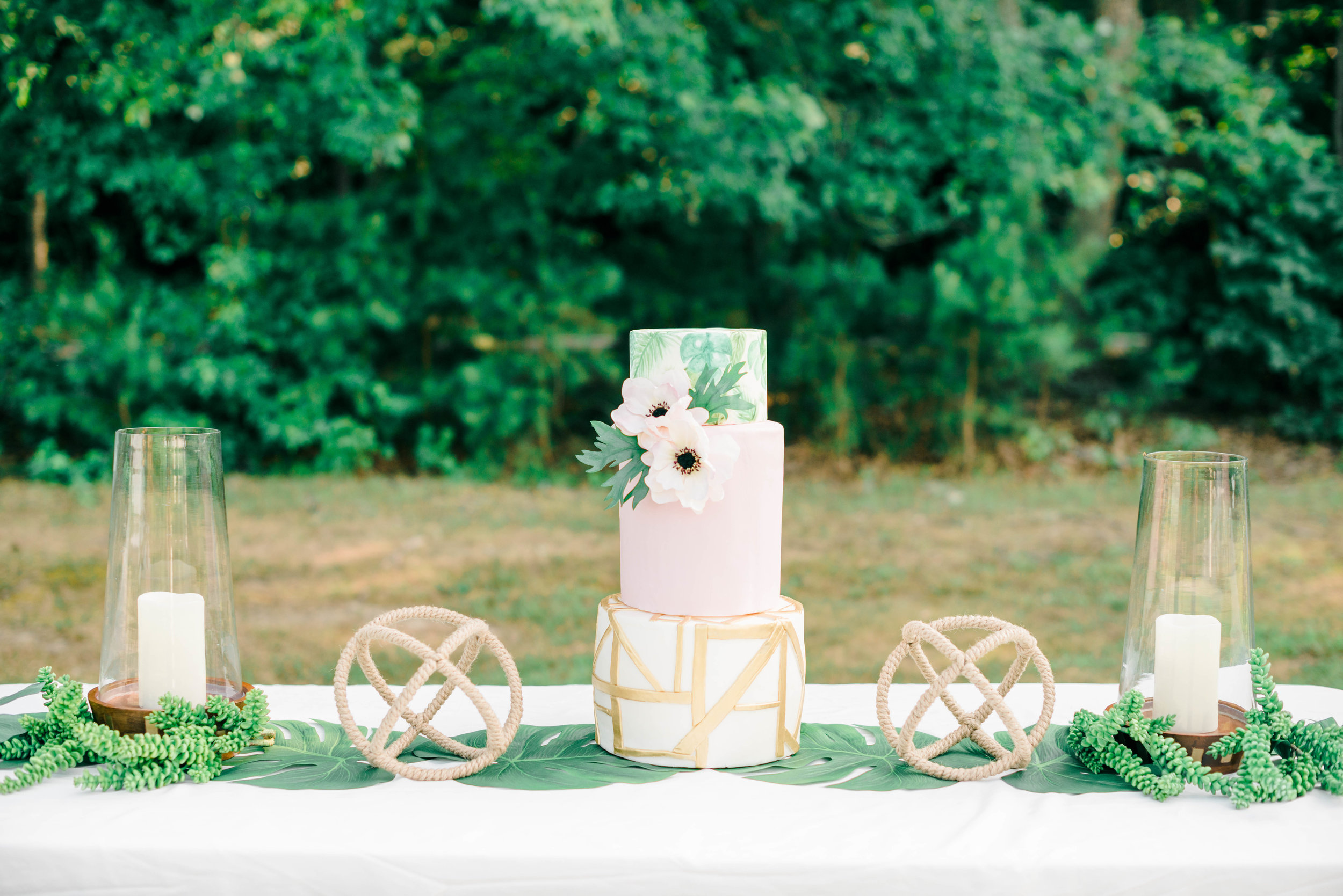 southern-maryland-wedding-photographer-cake-tropical-palm-leaf