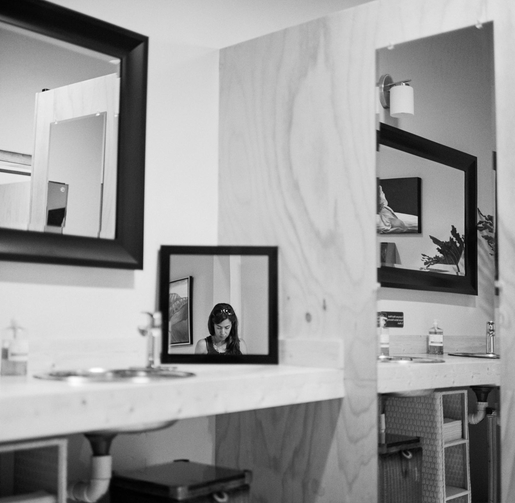40 wine place bathroom mirror sm (1 of 1).jpg