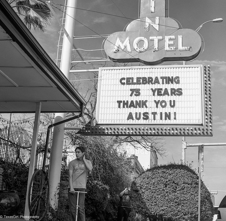austin motel sign-832.jpg
