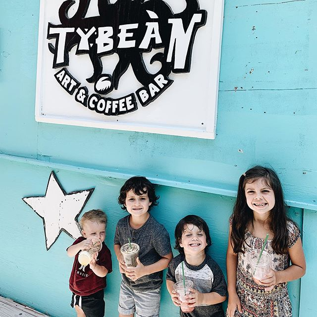 We had a much needed beach family getaway this weekend & ended it with awesome smoothies at @tybeancoffee ! Every now and then you need a little reset 👌🏻 it's not easy taking them but I'm so glad we still do it!!! I have no regrets 😊 Love quality time with my little (big) family ❤️
