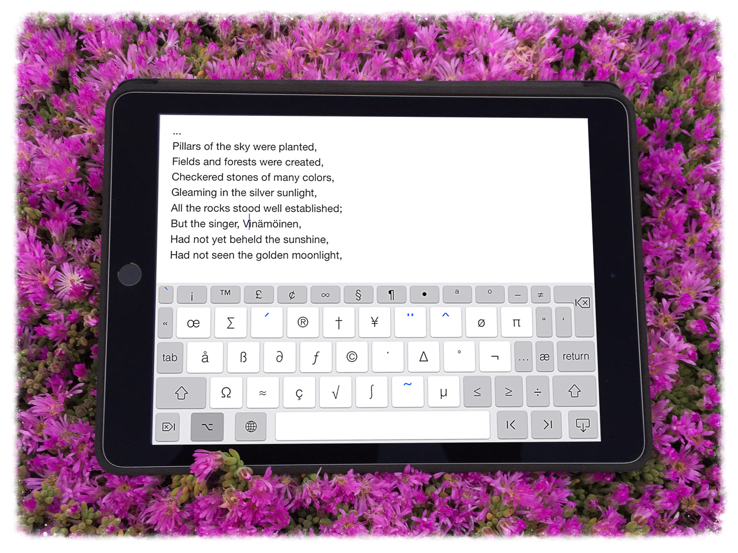 PadKeys iPad / iPhone Keyboard is the best keyboard app for editors, professionals and students who need a seamless full keyboard in order to increase their productivity and speed.