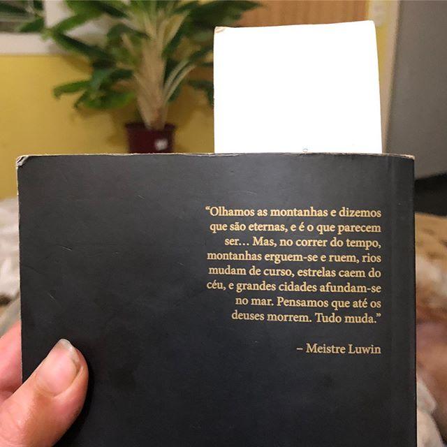 . . . Livro: A Furia dos Reis  As Crônicas de Gelo e Fogo Livro Dois . . . #got #livros  #frasesdelivros  #nerdgirl