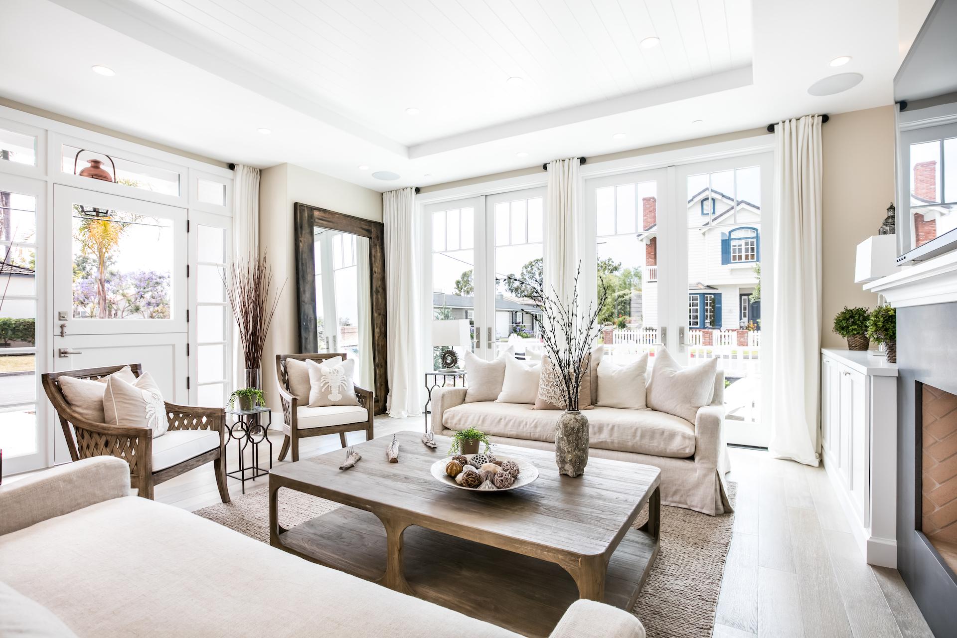 Acacia 600 Living Room 2.jpg