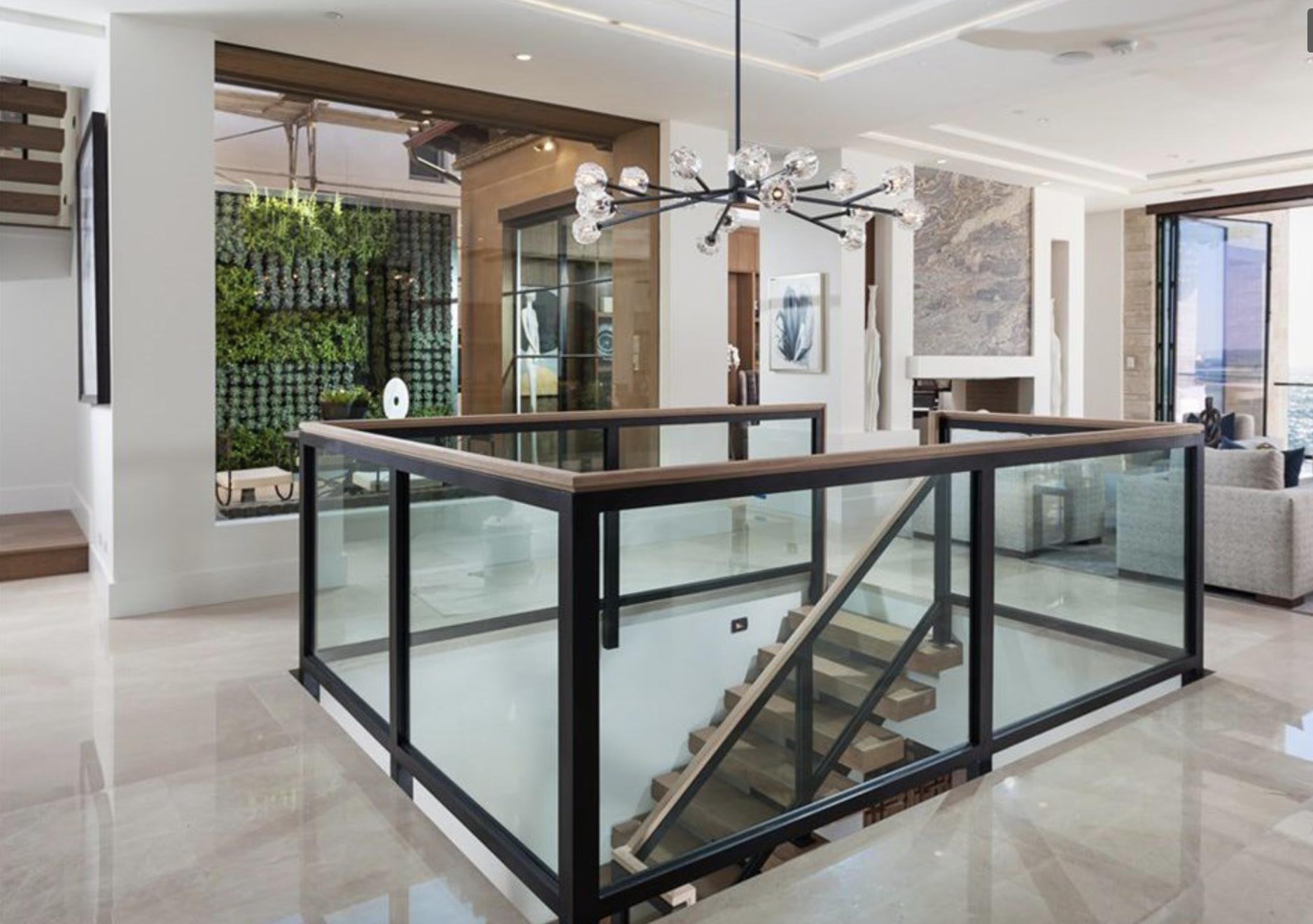 9 Strand - Foyer.png