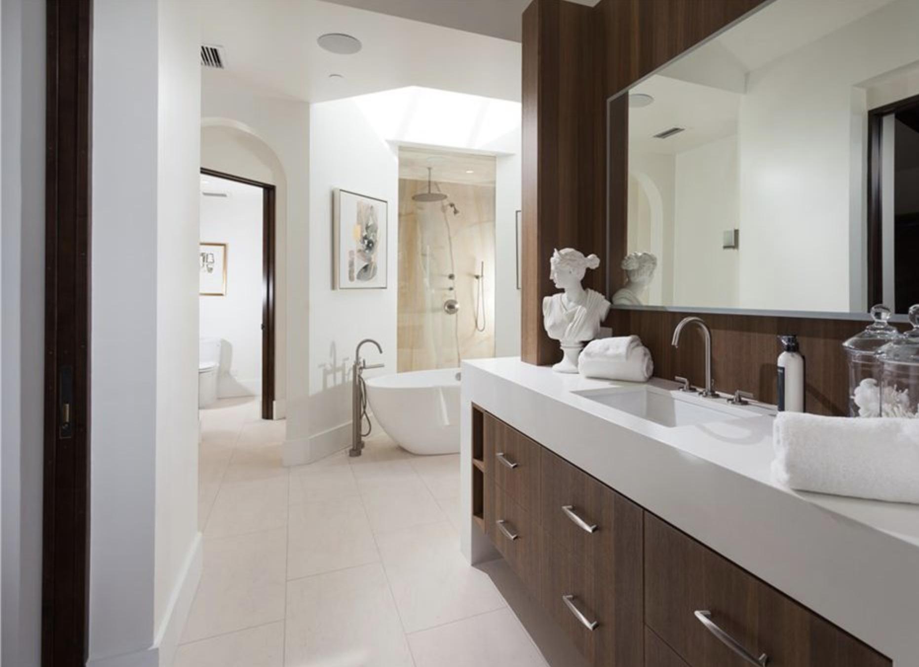 9 Strand - Master Bath 1.png