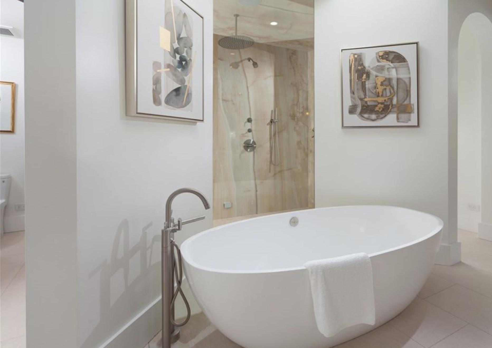 9 Strand - Master Bath 3.png
