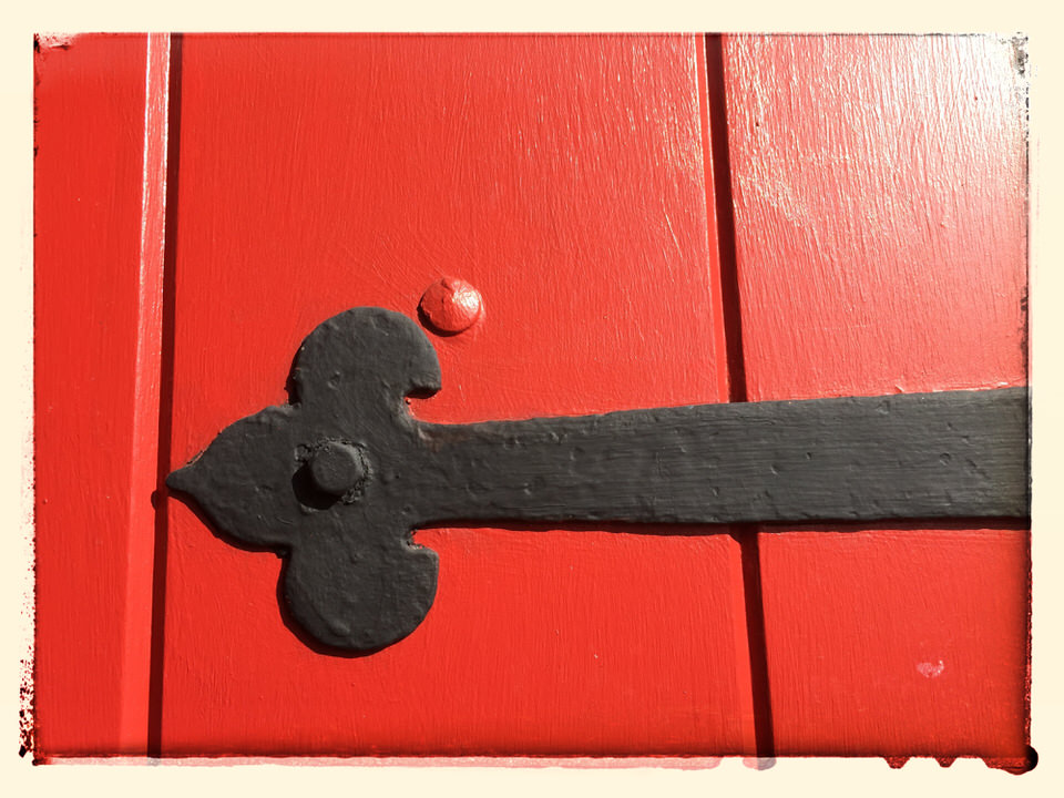 Red strap hinge