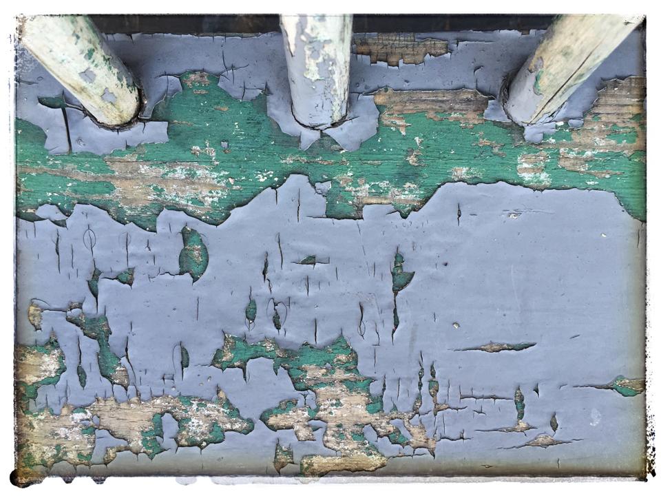 Peely paint bench