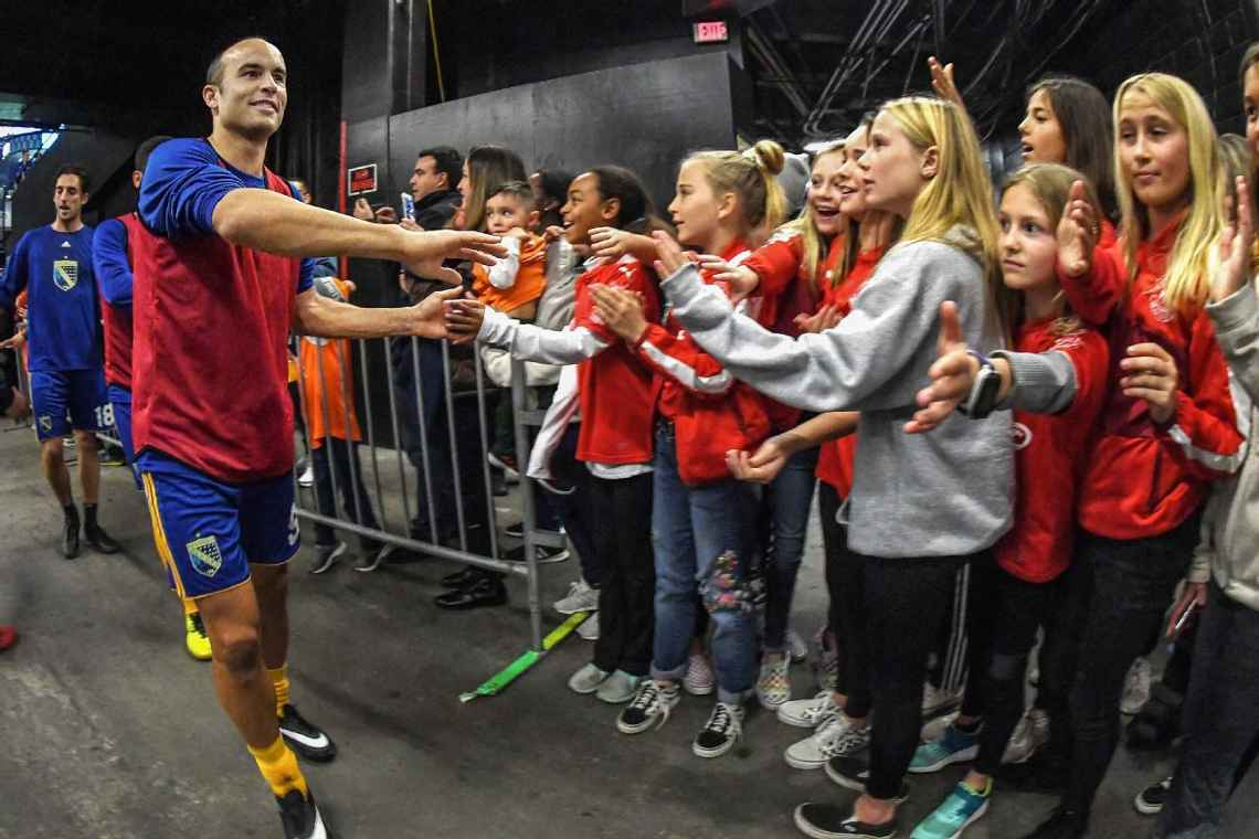 Donovan greets young fans after warm-ups. Robert Beck for ESPN