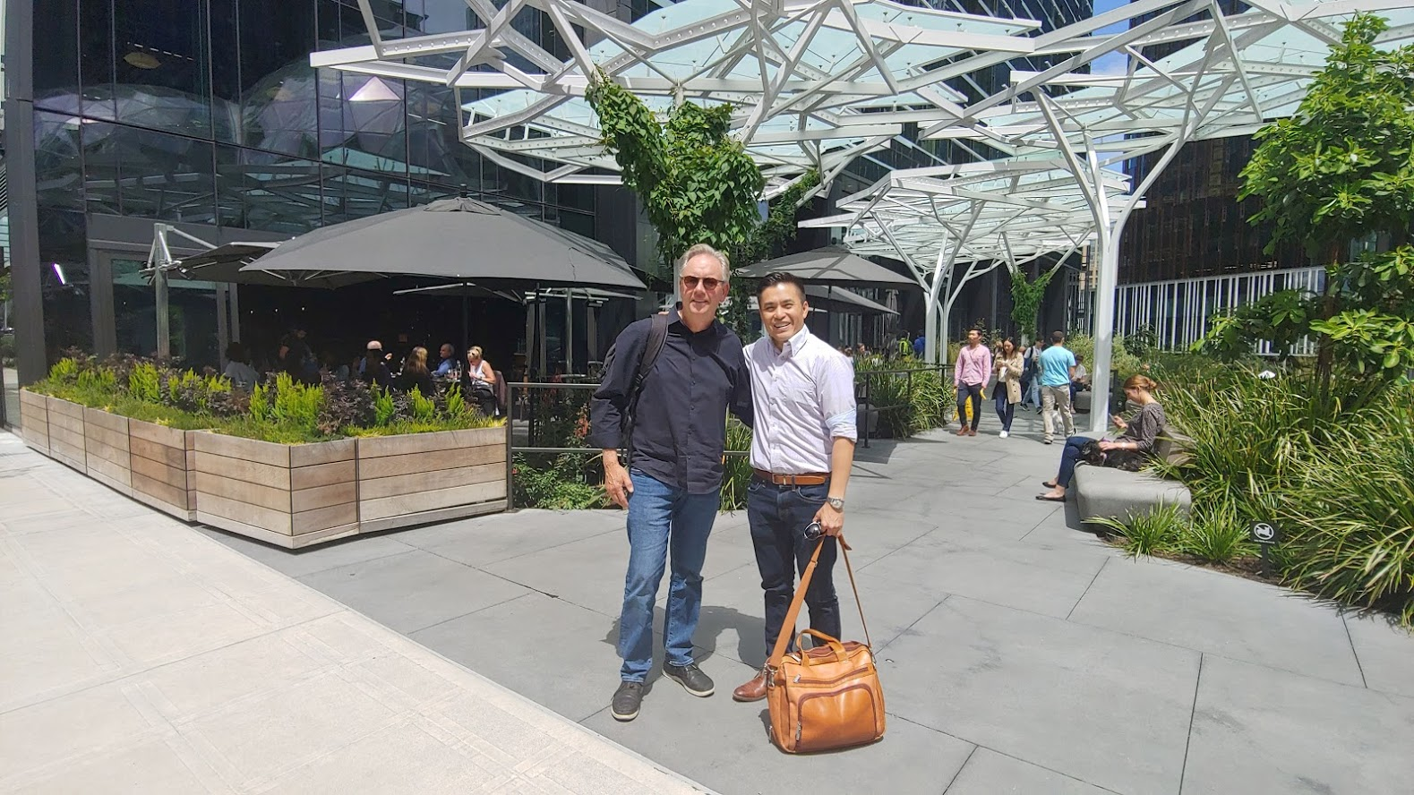 Hung out with Seattle developer Gary Olmeim of Hybridarc.com on the 2nd leg of my Pacific Northwest tour on 2nd suites and infill development. Were standing at the base of the headquarters, at 2120 Restaurant (which he built), and run by Milan Uzelac (from Toronto!)