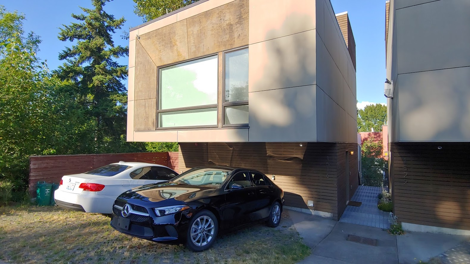 I stayed in this Airbnb, which is an infill development of 4 new houses in a single lot (2 in front and 2 in the back). 1 parking space required in each house at the front.