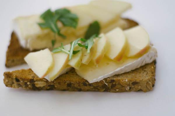 apple_brie_arugula_toast