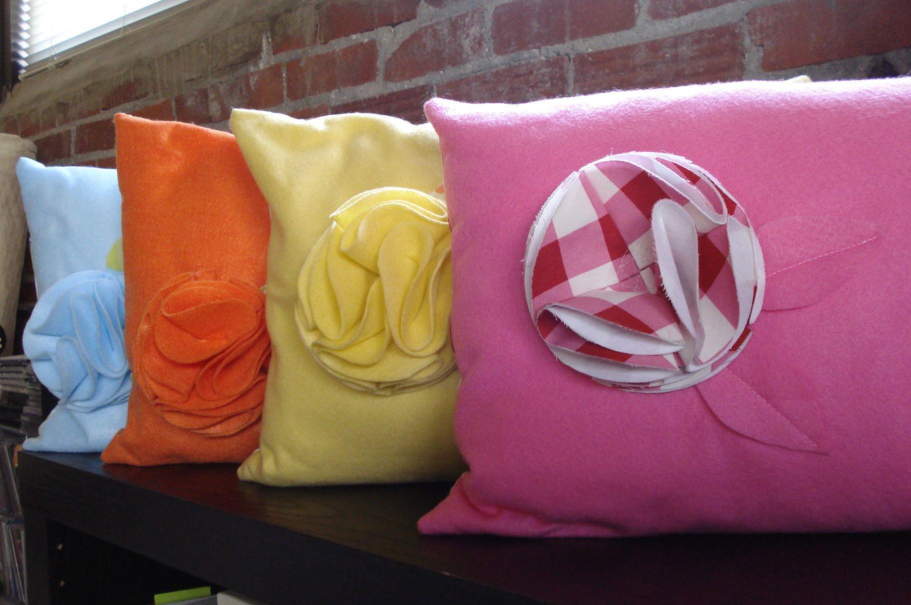 felt-pillow-3_3416939582_o.jpg