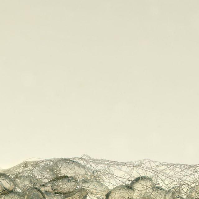 Très heureux de vous présenter (enfin!) mon tout nouveau site internet. Un grand merci à @ahuppen pour la conception et la réalisation. Elle a eu l'œil et la sensibilité pour faire un site à mon image !  Voici des projets que vous pouvez retrouver sur mon site: Photo 1: Cocoon (œuvre) Photo 2: La Nuée (exposition) Photo 3: Prisma Explora (art public)  https://laurentlamarche.com (lien dans ma bio)  #art #artcontemporain #artiste #montreal #sculpture #installationart #photographie #laurentlamarche
