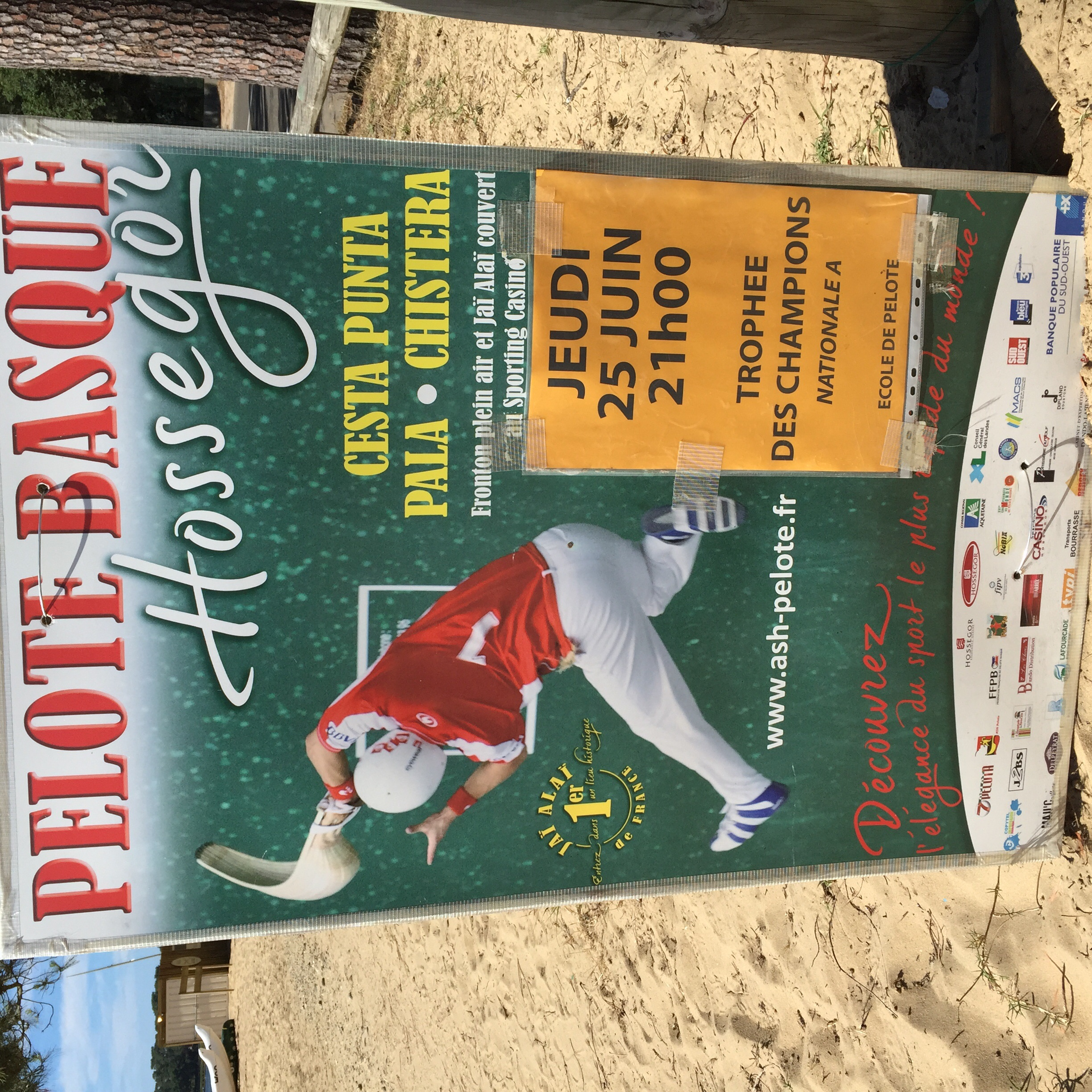 I've wanted to see this sport (Jai-Alai or Pelote) live since Burgos. It's THE sport of the Basque region. It just so happens they are holding a championship here in Hossegor tomorrow, 6/25, so I've decided to stick around.