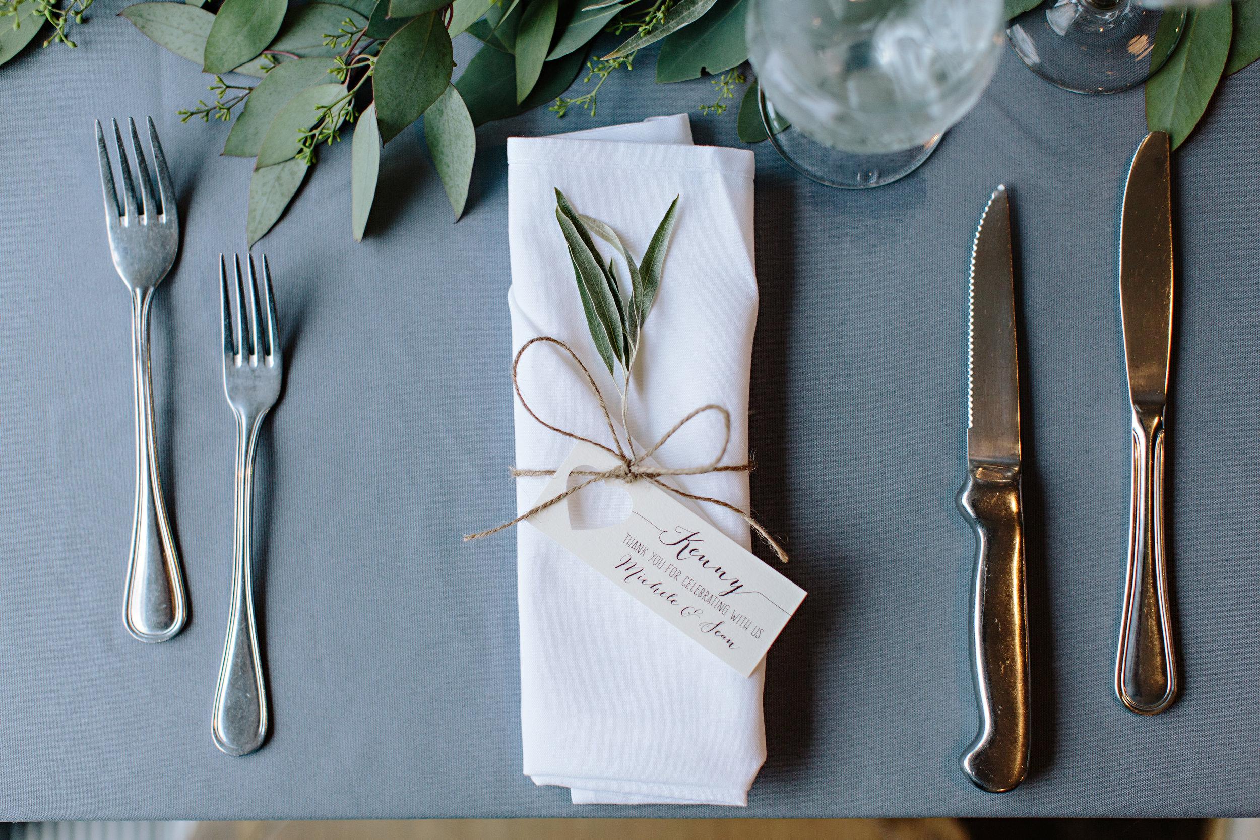 kelowna wedding table setting florist