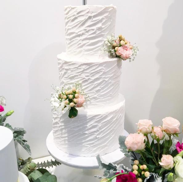 Buttercream cake with fresh flowers