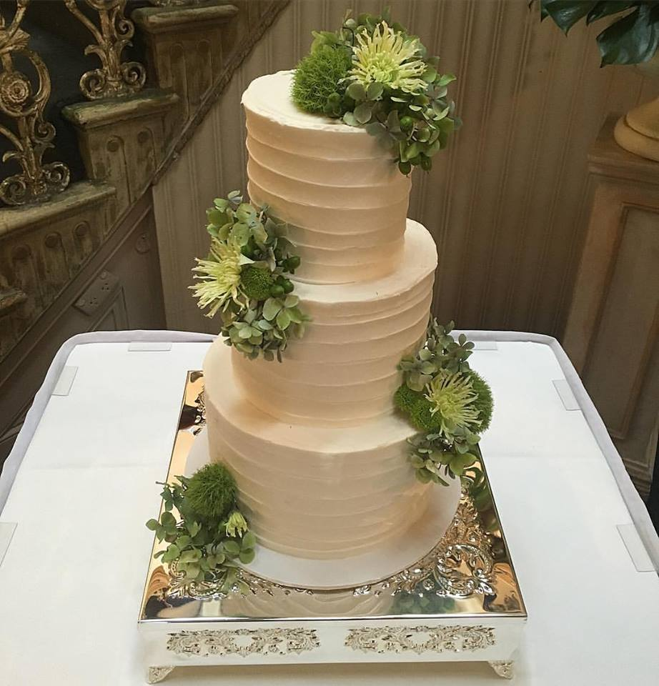"10""/8""/6""  Tea & Coffee Serves: 150-160 Dessert Serves: 75-80   Naked  starts from $705 plus  Delivery .   Buttercream  starts from $750 plus  Delivery .  Custom Cakes & Fondant Finish starts from: $765 plus  Delivery . Click  here  to enquire."
