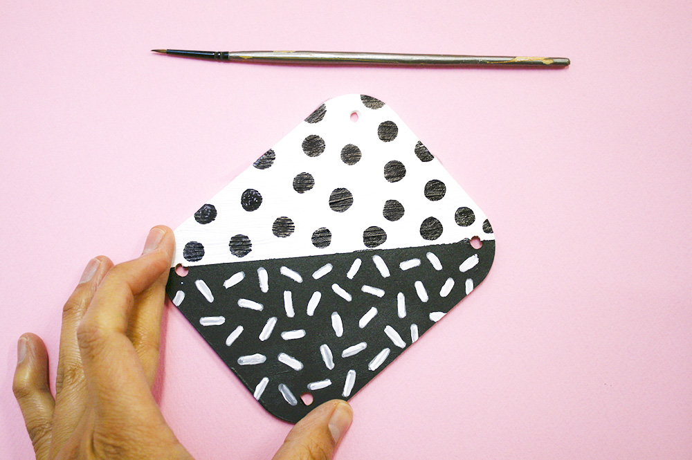 Step 4  Decorate the coaster with some fun patterns. Let your imagination run a bit wild!