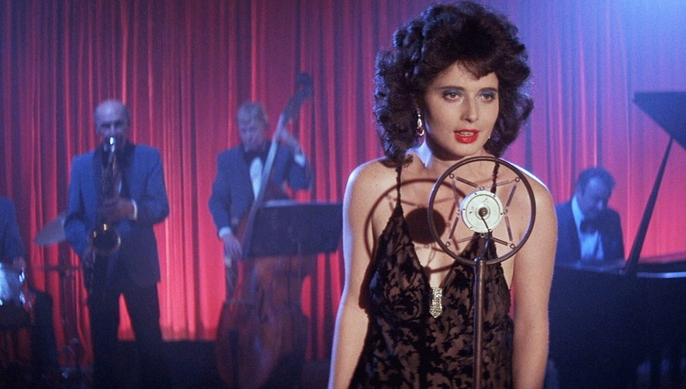 blue-velvet-1986-003-isabella-rossellini-singing-on-stage-ORIGINAL.jpg