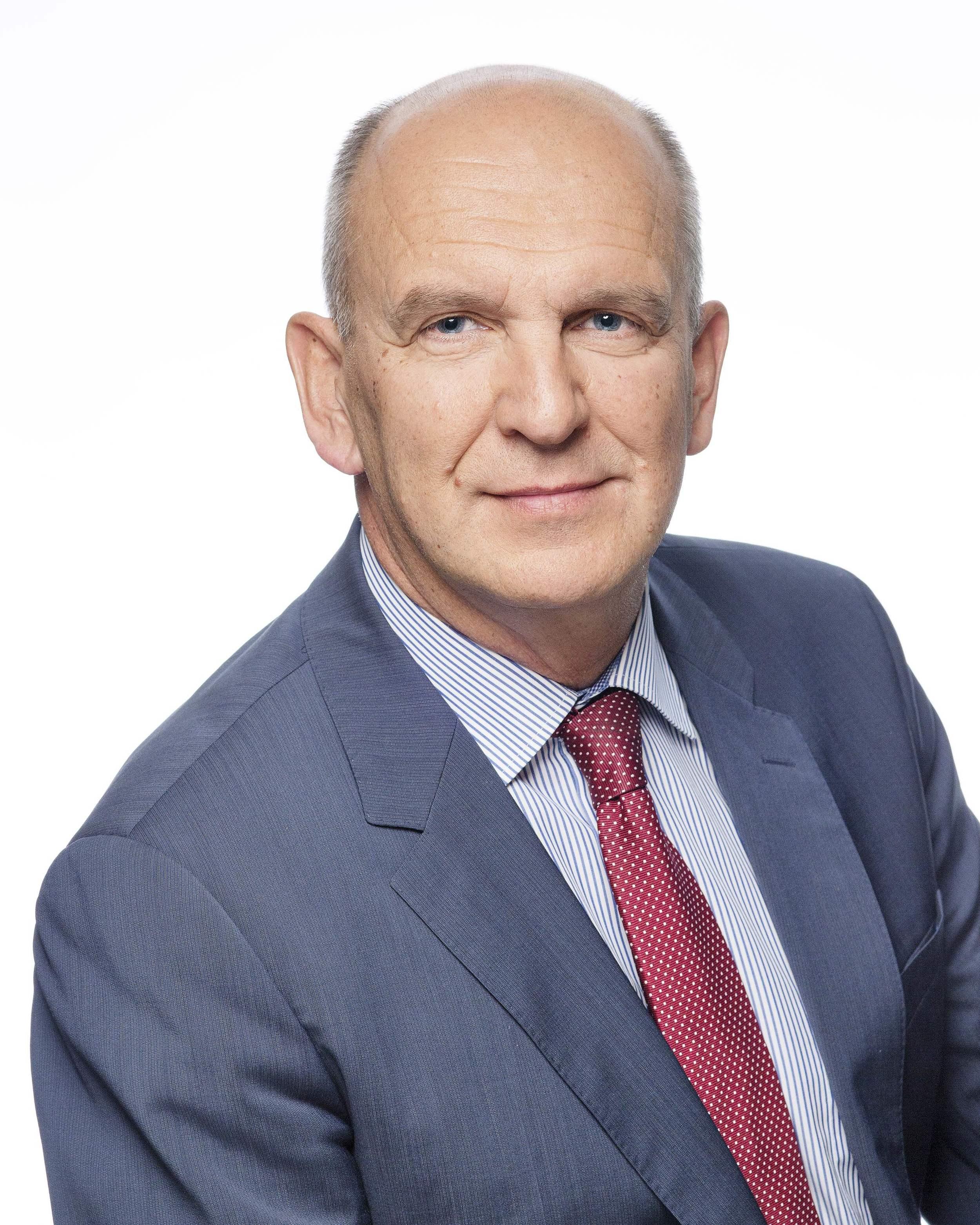 Старший вице-президент по корпоративным связям и коммуникациям