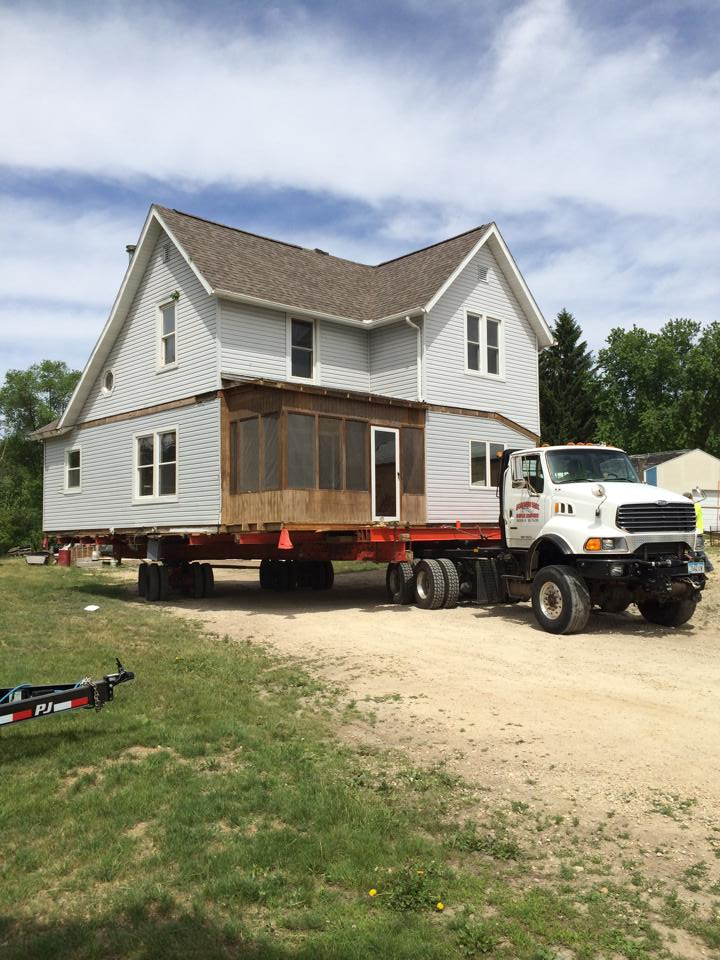This is a house move in Dundee, Iowa