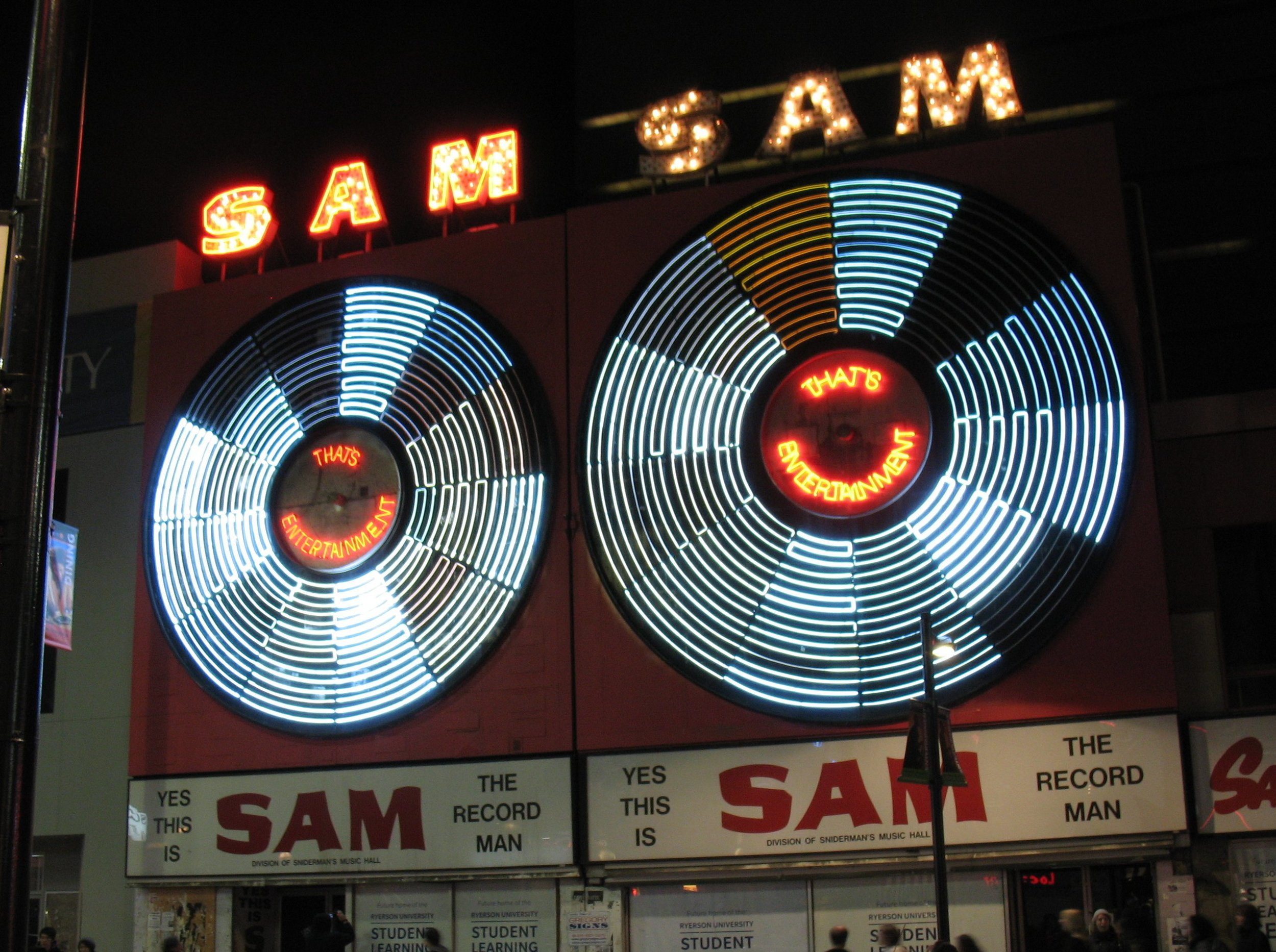Sam_the_Record_Man_signs_last_night_(cropped).jpg