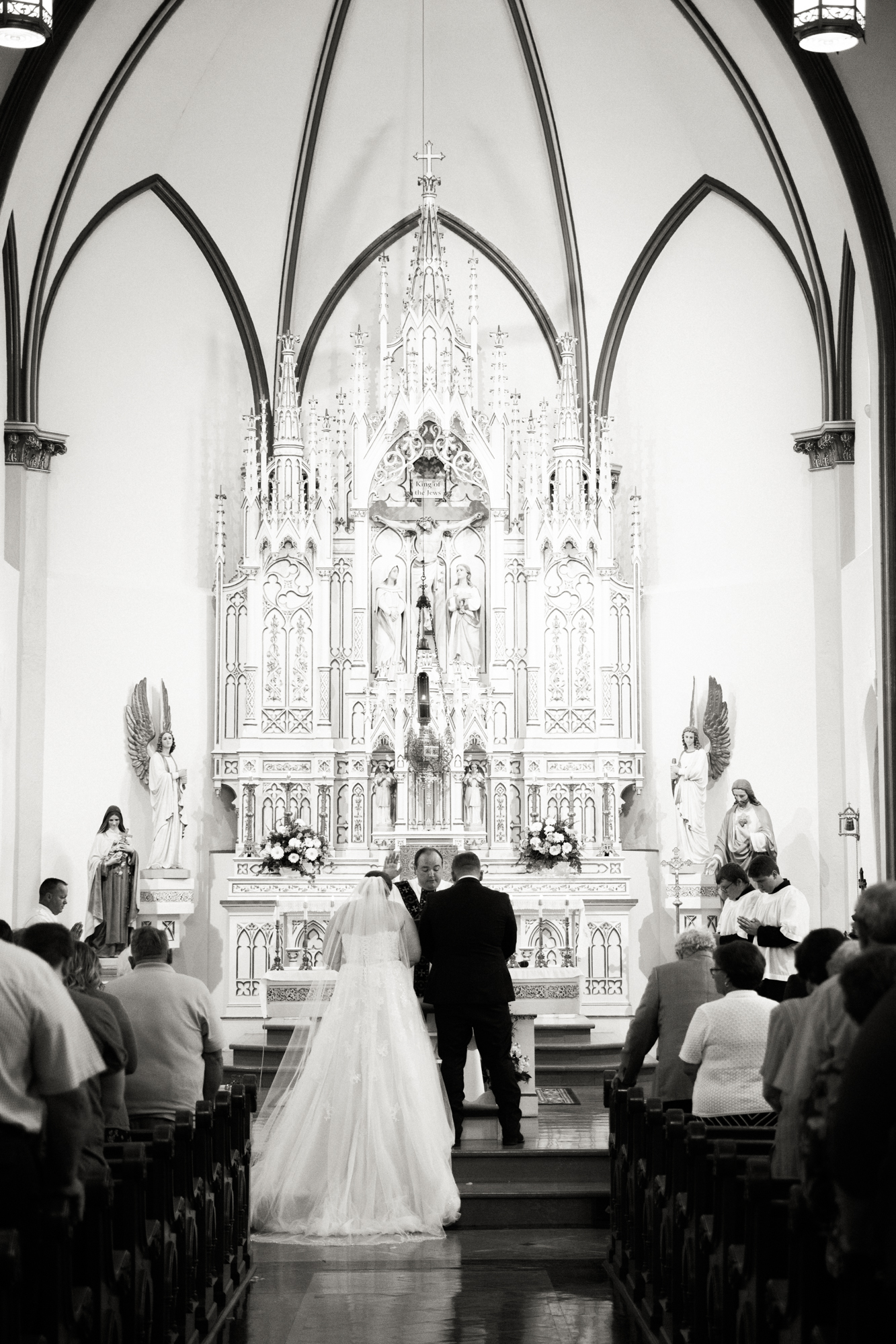 nebraskacatholicchurchweddingphotographer1.jpg