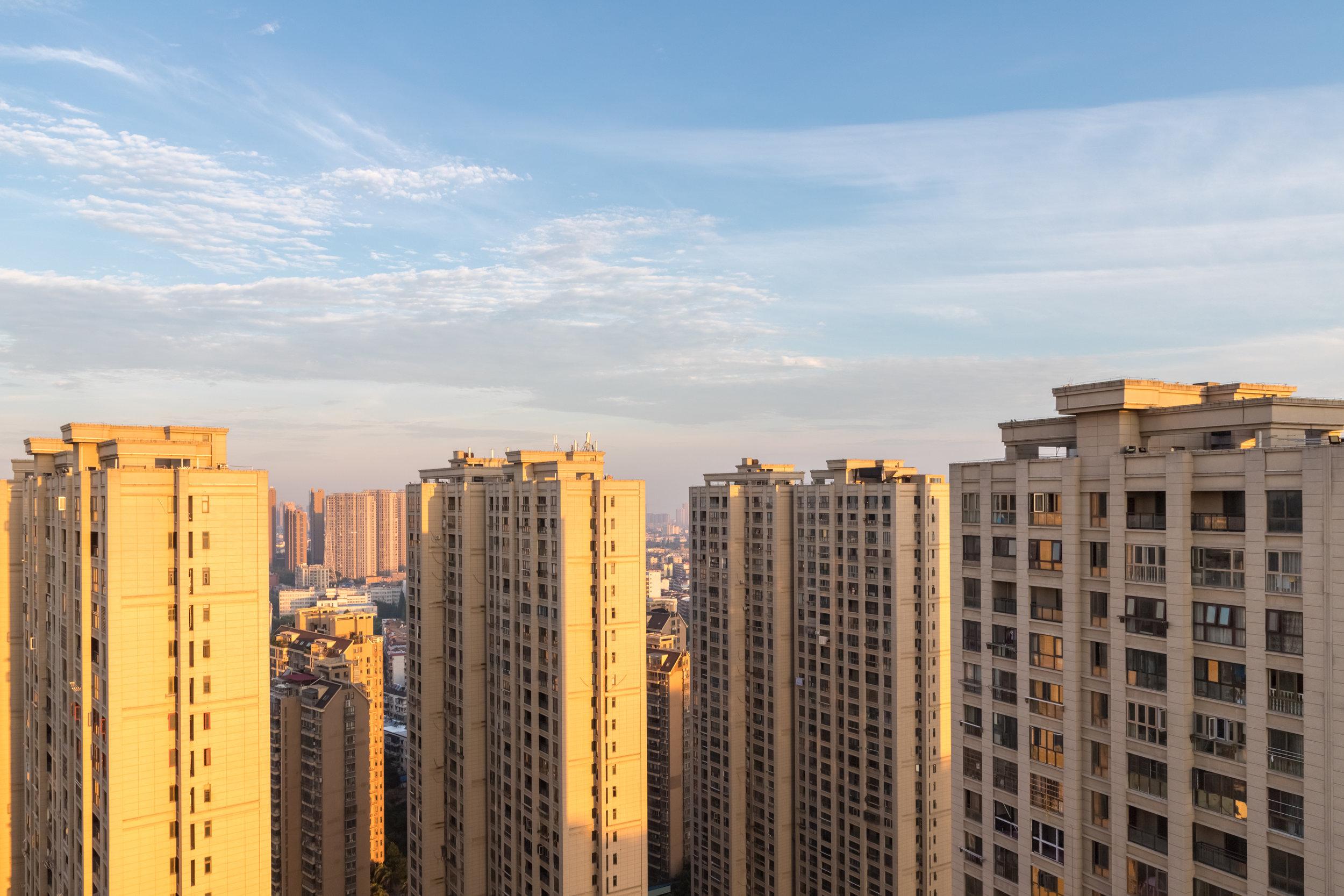 outside-the-residential-high-rises-in-sunrise-5ATG7HX.jpg