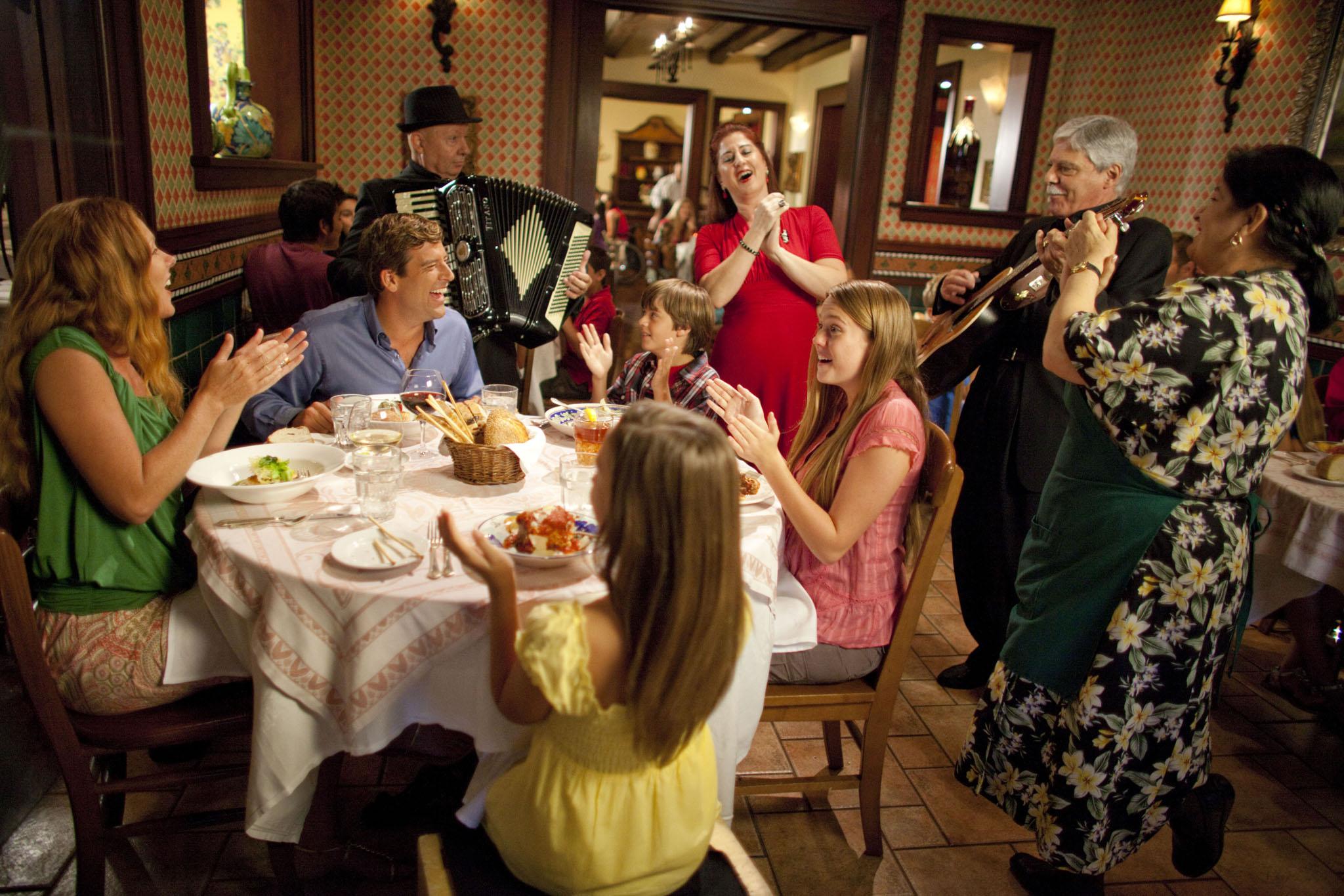 6 - LPBH - Mama Della's - Lifestyle.jpg
