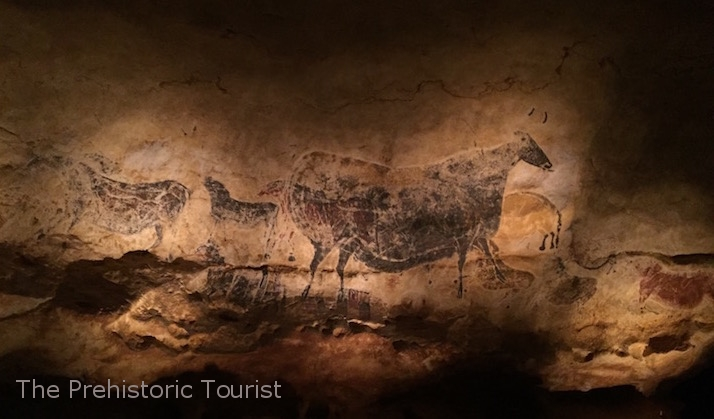 Reproduction of the panel of the Great Black Cow of Lascaux at Le Thot park