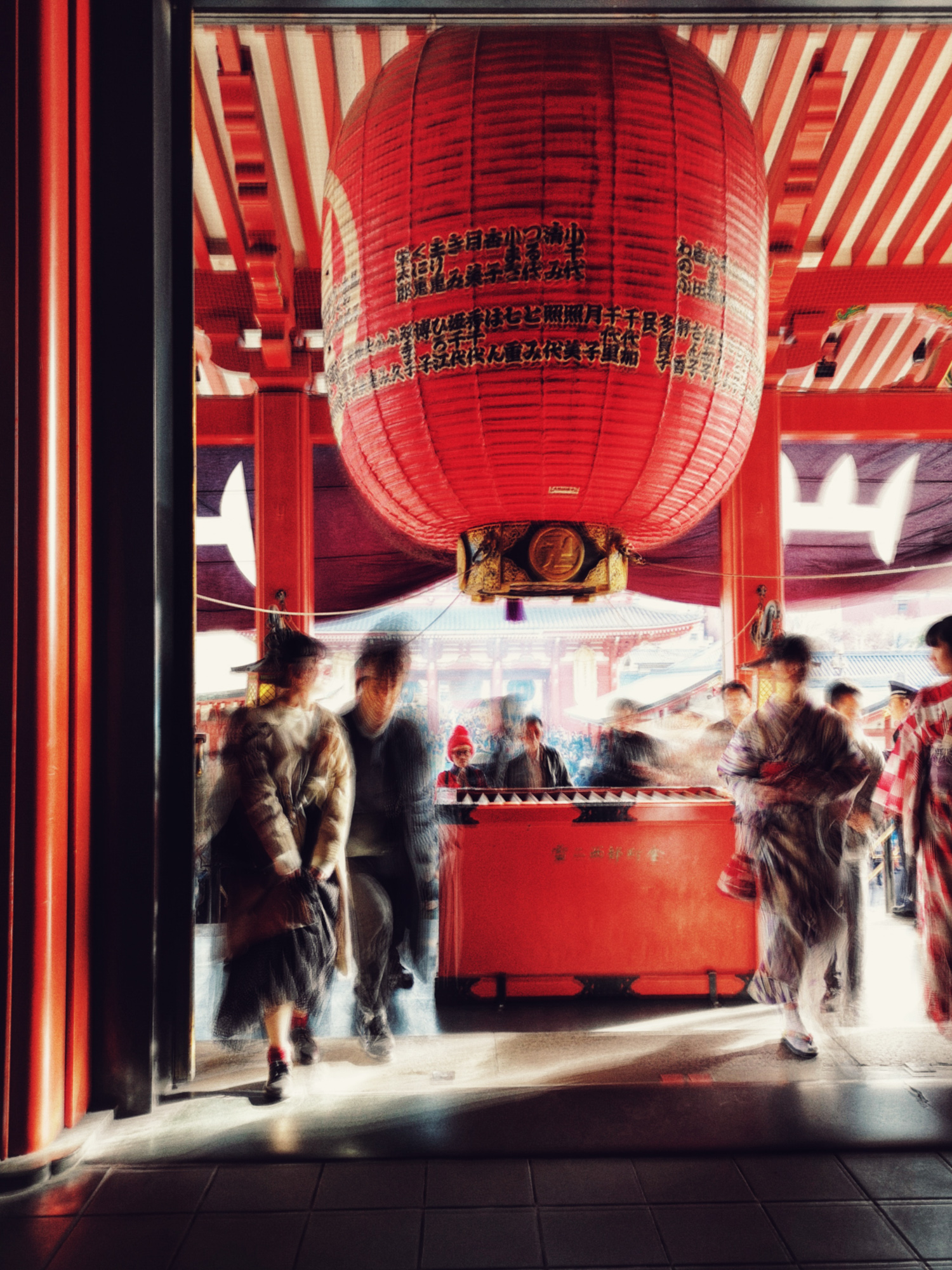 Worshippers at Senso-Ji, Tokyo. P20 Pro Light Painting mode