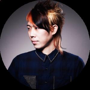 K (Play decibel)  DJのキャリアは10年以上。近年では少なくなったヴァイナルとターンテーブルをメイン機材に、Disco/Techno/Electroをベースとした選曲で、東京を中心とした数々のパーティーに出演中。HIGH FLUXのメインコンポーザー、和田大樹(hare-brained unity)のレーベル『Play decibel』に所属し、レーベル内のグラフィックデザイン全般も担当している。