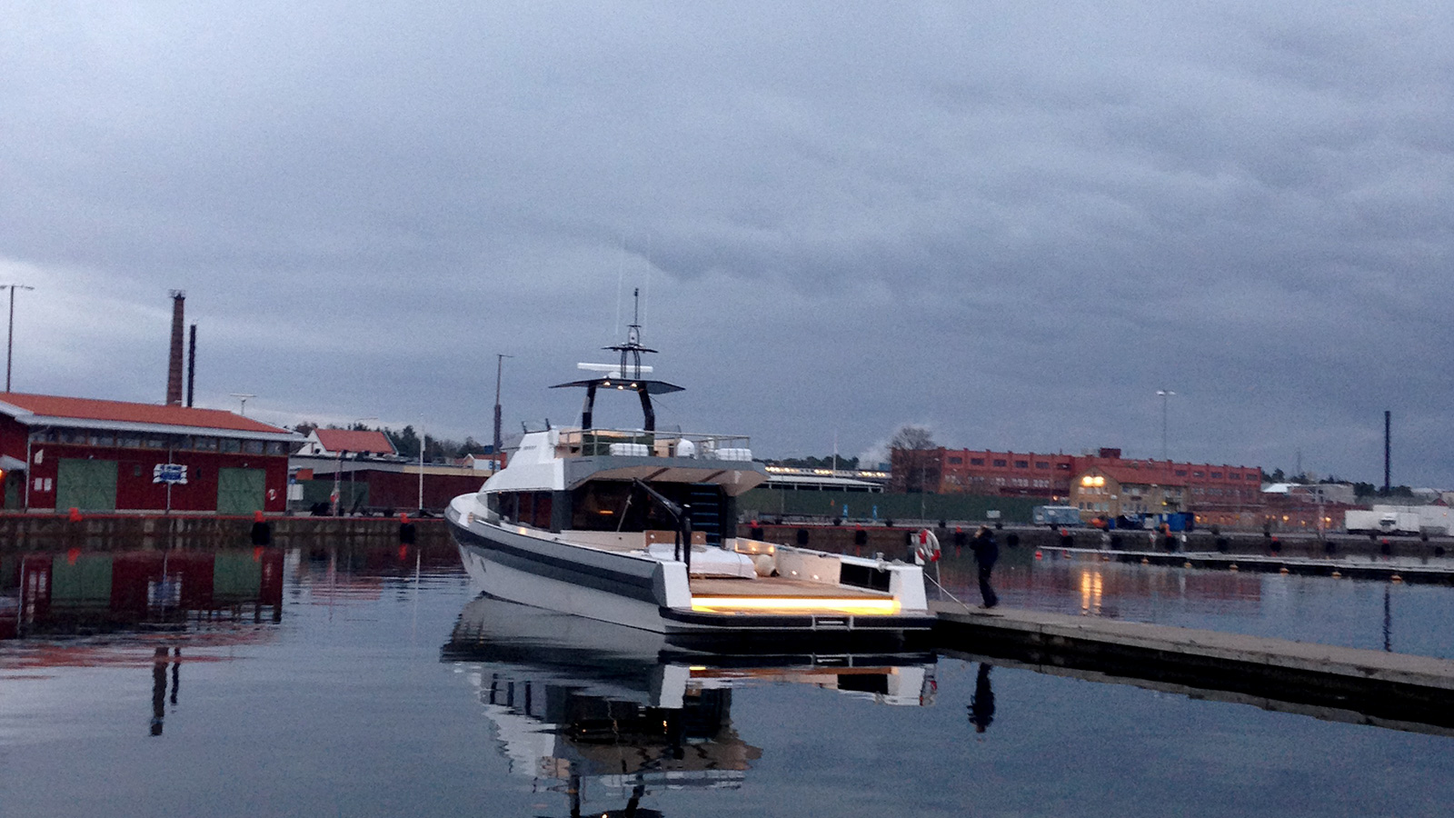 R80-dock.jpg