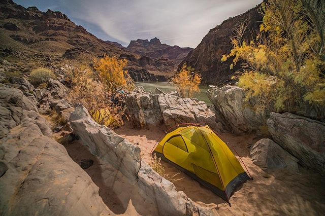 I don't even like sleeping in a tent - I do it because it allows me to abolish boredom in the city. This time last year I was somewhere on the Grand Canyon and even a year on my mind goes a rambling with them happy happy memories #daydreaming #grandcanyon #getoutdoors #rafting #planetearth  #happyplace