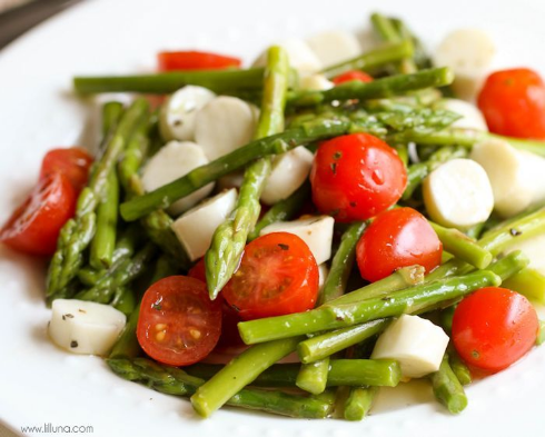 Quick, easy, and delicious. Make this salad if you're pressed for time... or simply because it looks amazing.(  Lil' Luna  )
